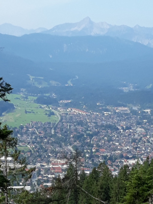 Blick auf Garmisch vom Wank
